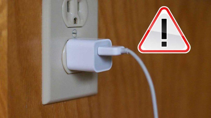 Pourquoi il ne faut pas laisser le chargeur branché sans appareil en charge ?